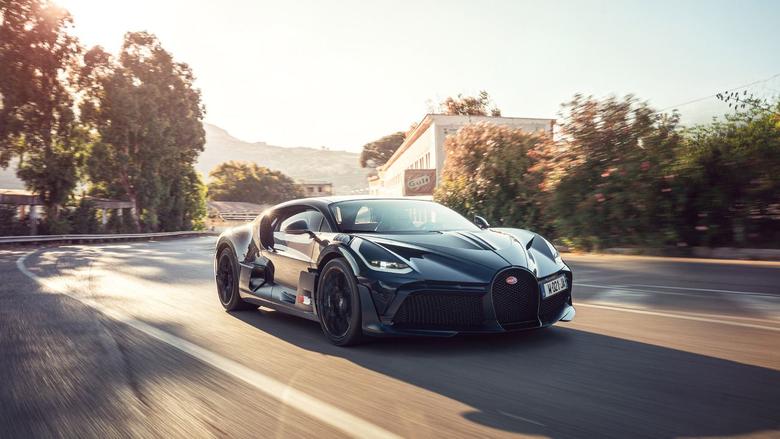 Bugatti Divo matte black
