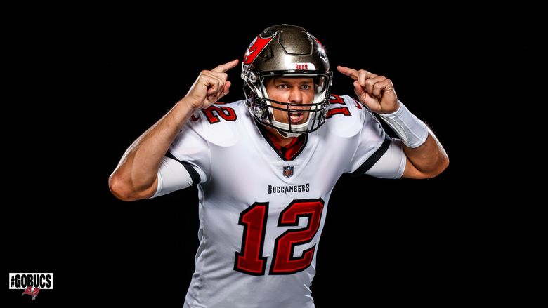 Bucs unveil their first photos of Tom Brady in uniform