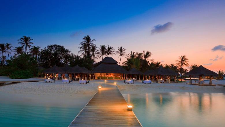 Beautiful resort in Maldives wallpapers Beach wallpapers