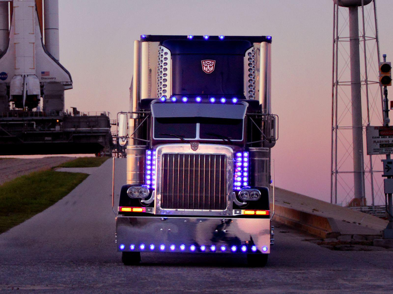 Optimus Prime transformers semi tractor rig