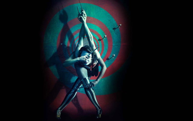 Dangerous Freaky Circus Performance with Knives 4 Arms