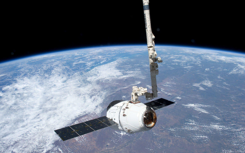 Robotic Arm Grapples SpaceX Dragon at International Space Station
