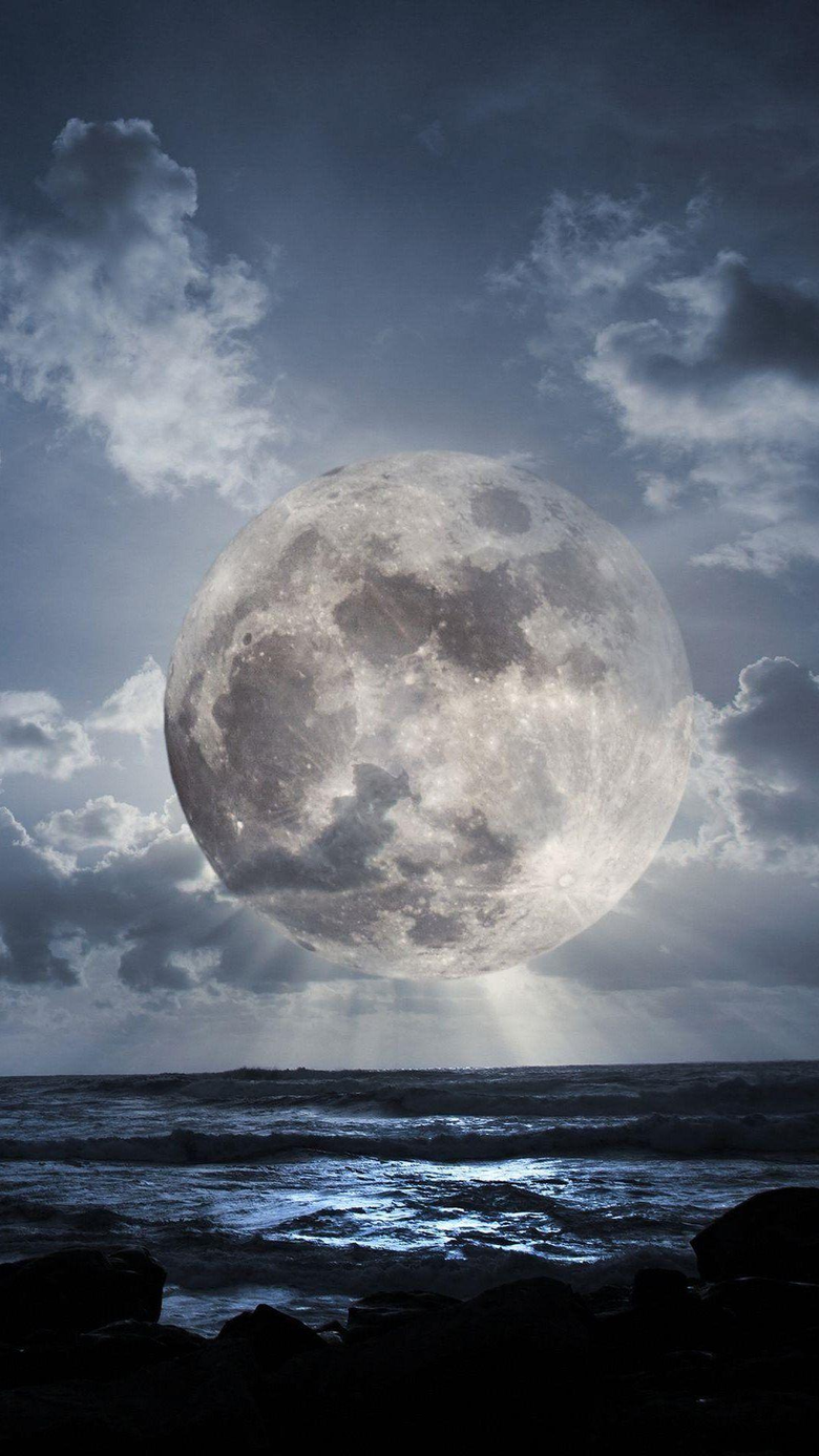 Super Moon Over Sea iPhone 8 Wallpapers