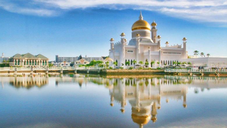 Sultan Omar Ali Saifuddin Mosque Bandar Seri Begawan Brunei Asia