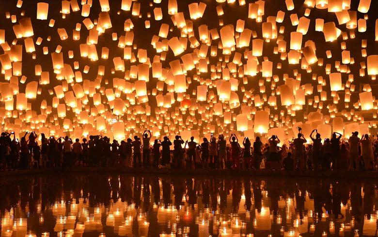 floating lanterns loi krathong festival chiang mai HD wallpapers