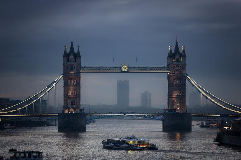 Twin Tower Bridge London at night HD wallpapers