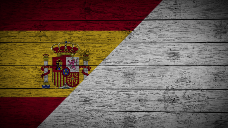 Painting Flag of Spain on old wood boards With four different ways