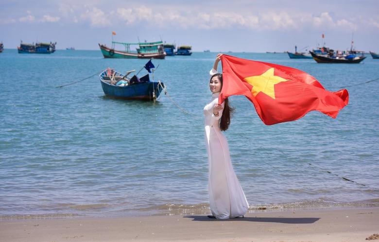 Wallpapers sea summer girl face boats dress flag Vietnam