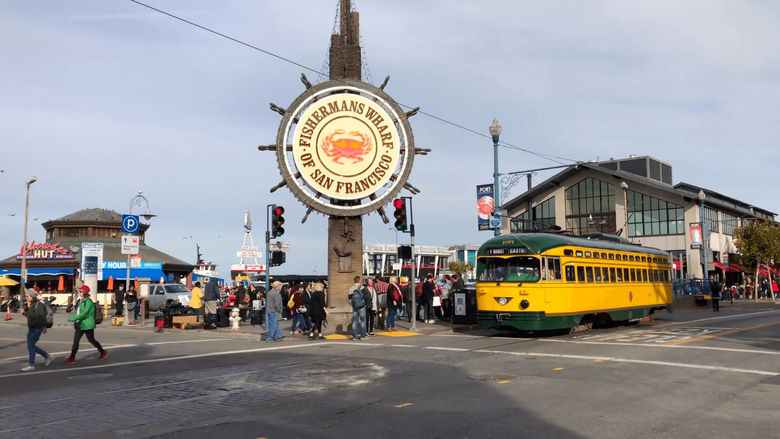 San Francisco trolley rides through Fisherman s wharf Stock Video