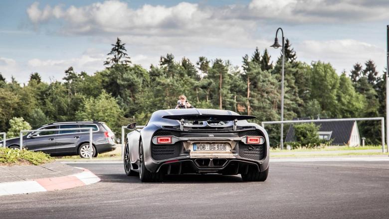Bugatti Divo On Cornering Test Drive Safe and Fast