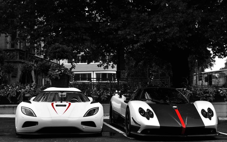 White Koenigsegg Agera R VS Black White Pagani Zonda