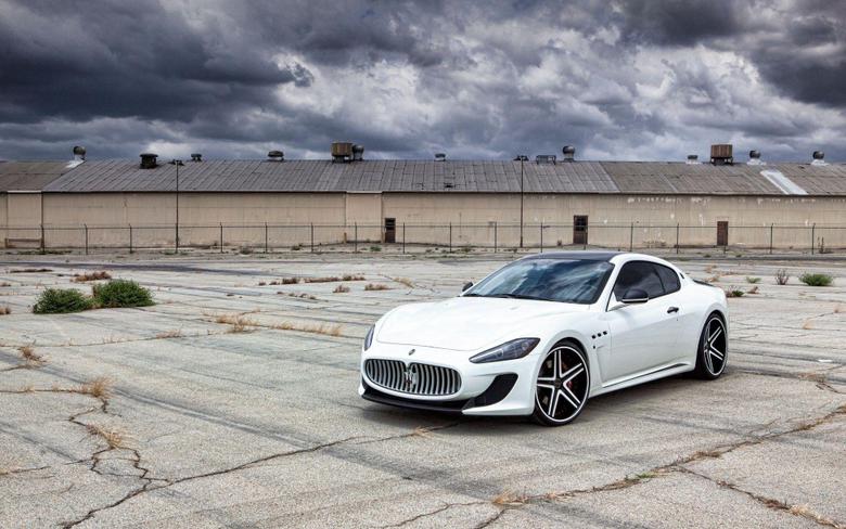 White Maserati GranTurismo MC Stradale Sports Car Wallpapers