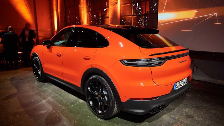 Porsche Cayenne Coupe shows unusual shape in videos live pics