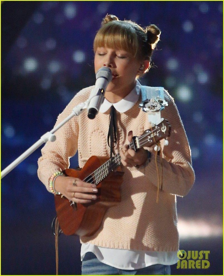 Grace VanderWaal Sings Light the Sky for America s Got Talent