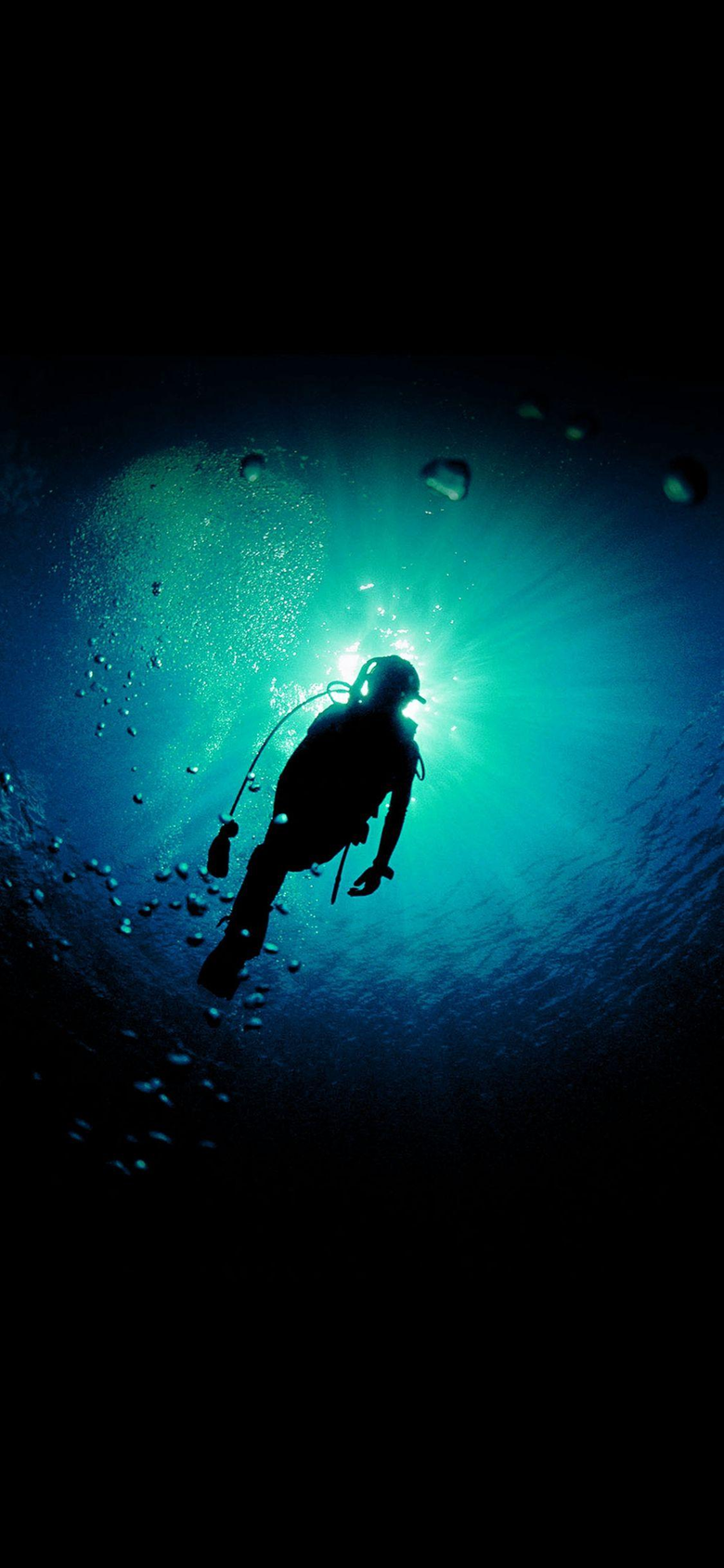 Deep Blue Green Ocean Dive