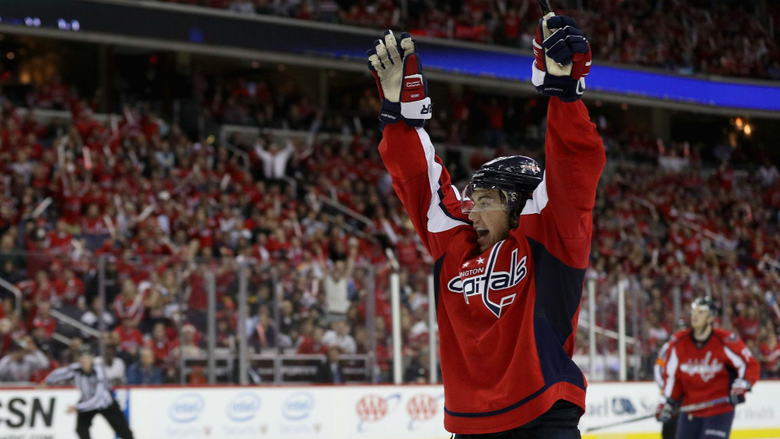 NHL agency T J Oshie staying with Capitals on new 8