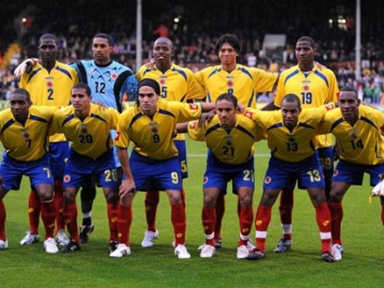OFF COURSE I LOVE SOCCER WITH THE COLOMBIAN SOCCER TEAM HAVE