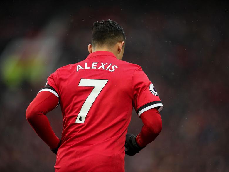 Alexis Sanchez shirt sales help set new Manchester United record