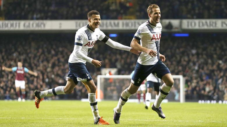 Dele Alli and Harry Kane celebrate for Tottenham