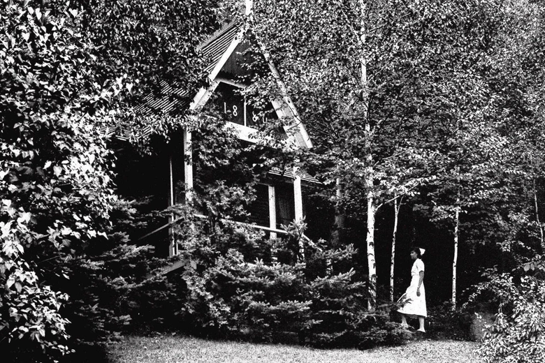 What looks like a lovely country home in upstate New York is actually one of 42 buildings that made up the Trudeau Sanitorium for people with tuberculosis before the advent of current antibiotic treatment Located in the Adirondack Mountains this was Ameri