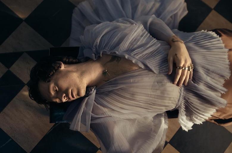 Harry Styles Falling wallpapers