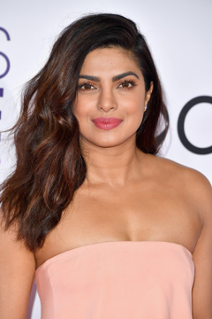 Priyanka Chopra Hair and Makeup at the People s Choice Award