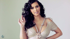 Kim Kardashian with Curly Hair widescreen wallpapers