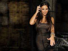 Smoldering Kim Kardashian Desktop Wallpapers