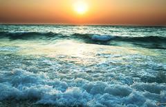 Скачать обои рассвет на море