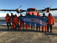 Un avión de la Fuerza Aérea unió por primera vez la base antártica