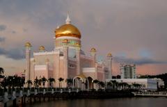 Sultan Ulmar Ali Saifuddien Mosque Brunei image