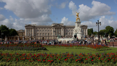 The square in front of Buckingham Palace in London wallpapers and