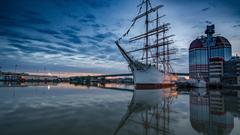 wallpaper Historic wooden sailing ship in Gothenburg