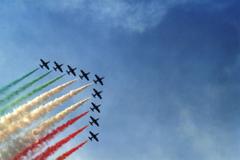 airplanes flags italian italy contrails acrobatics frecce