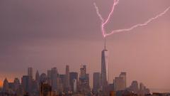 Lightning Strikes One World Trade Centre