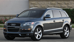Audi Q7 In Grey Front Side Pose Wallpapers