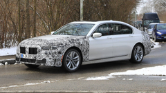 BMW 7 Series Facelift Spied Hiding Bigger Front Grille UPDATE
