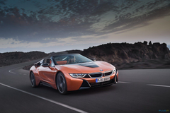 BMW i8 roadster hits production