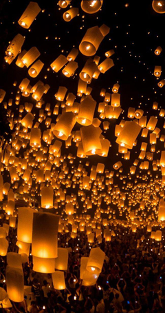 launching sky lanterns by Tassapon Vongkittipong 500px