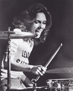 Karen Carpenter of the Carpenters is a beautiful woman who knew how
