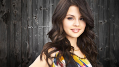 HD Cute Smile Selena Gomez Wallpapers
