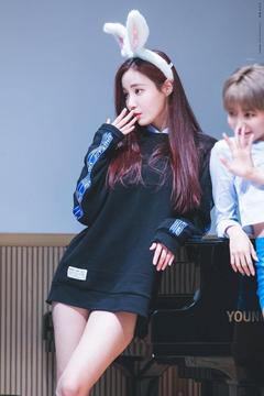 Korean Men Think MOMOLAND s Yeonwoo Has The Best Bod Of All Idols