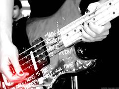 bass guitar pick play