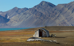 Abandoned house in Svalbard Norway wallpapers