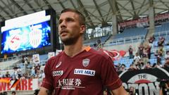 Podolski s debut double earns Vissel Kobe victory