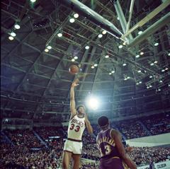 Kareem Abdul Jabbar Sky Hook Photograph by Retro Image Archive