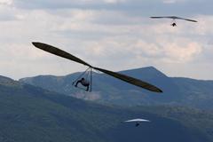 Hang gliding flight fly extreme sport glider