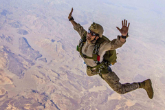 Soldiers Skydiving Latest HD Wallpapers