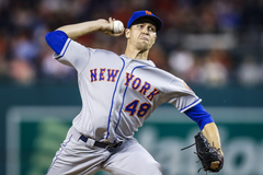 Mets Jacob deGrom and Rays Blake Snell take home the BBWAA Cy