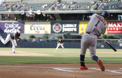 Carlos Correa homers Astros hit 4 in 8